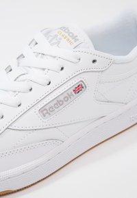 Reebok Classic - CLUB C 85 - Sneakersy niskie - white/light grey - 6