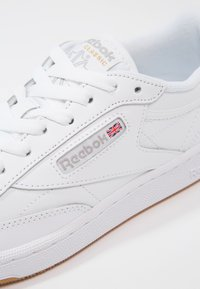 Reebok Classic - CLUB C 85 - Sneakers laag - white/light grey - 8