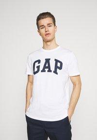 GAP - BASIC LOGO - Print T-shirt - white - 0