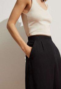 OYSHO - MIT LEINENANTEIL - Trousers - black - 3