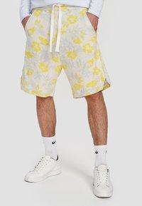 Ordinary Truffle - Shorts - white - 3