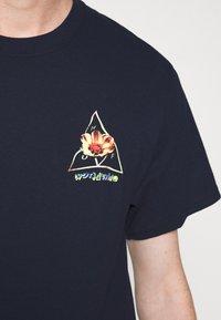 HUF - COME DOWN TEE - T-shirt print - french navy - 6