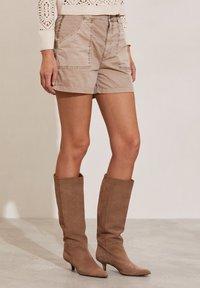Odd Molly - HEATHER - Shorts - light taupe - 1