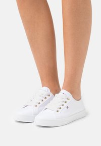 Tommy Hilfiger - ESSENTIAL NAUTICAL  - Zapatillas - white - 0