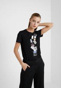 KARL LAGERFELD - T-shirts med print - black - 0