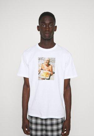 SAMI BRETT LLOYD NONNA - T-Shirt print - white