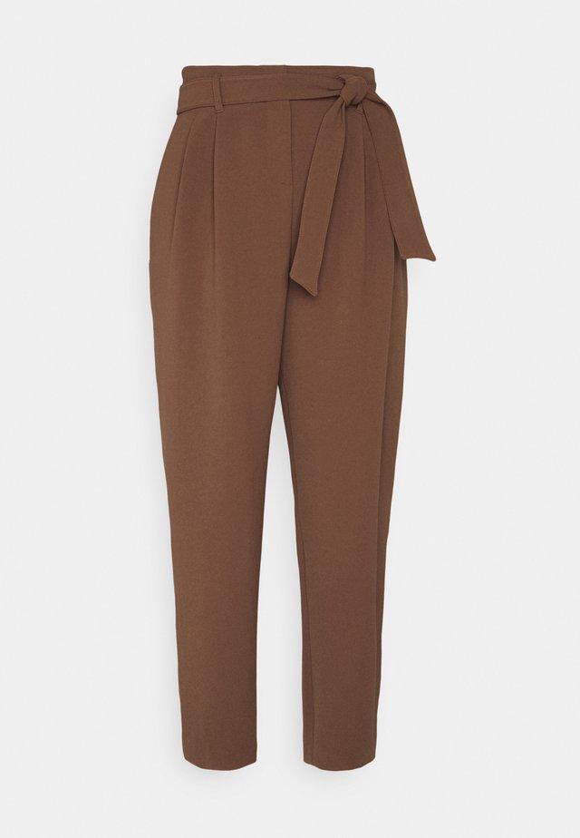 RAPHAELA PANTALONE SABLE FLUIDO - Spodnie materiałowe - brown