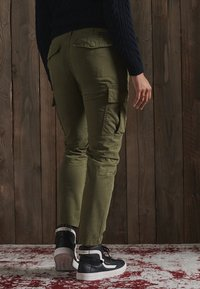 Superdry - Cargo trousers - tuscan olive - 2