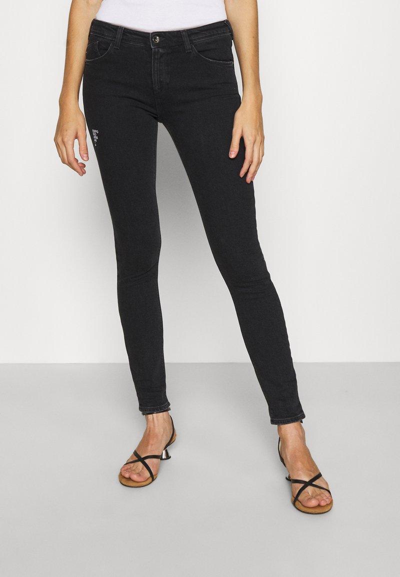 Emporio Armani - Jeans Skinny Fit - black denim