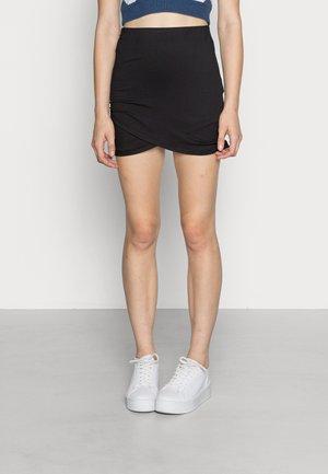 VIBE WRAP SHORT SKIRT - Wrap skirt - black