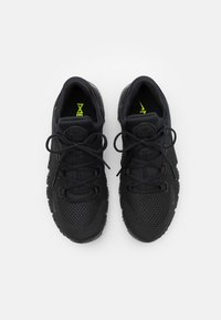 Nike Performance - FREE METCON 4 UNISEX - Sports shoes - black/volt - 3