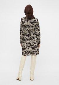 Object - OBJTALUSA  BIRDY DRESS - Day dress - black/sandshell - 2