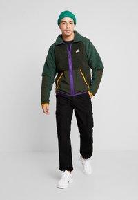 Nike Sportswear - WINTER - Let jakke / Sommerjakker - sequoia/galactic jade/kumquat - 1