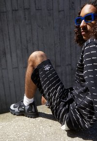 adidas Originals - MONO - Shorts - black/white - 2