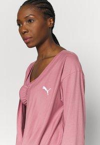 Puma - PAMELA REIF X PUMA COLLECTION OVERLAY CREW - Camiseta de manga larga - mesa rose - 3
