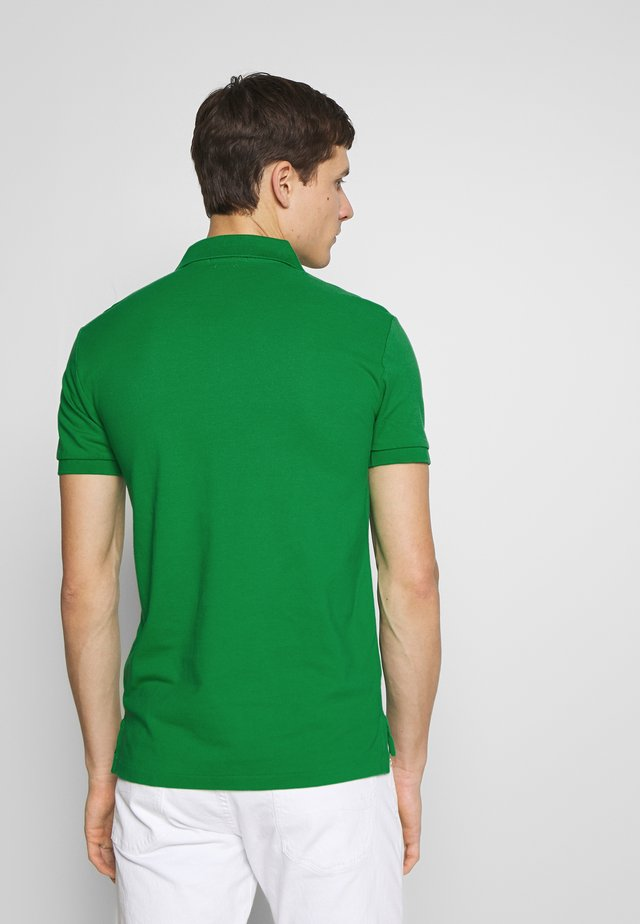 SLIM FIT MODEL - Polo - golf green