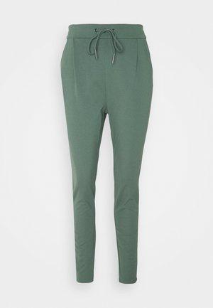 VMEVA LOOSE STRING PANTS  - Bukse - balsam green