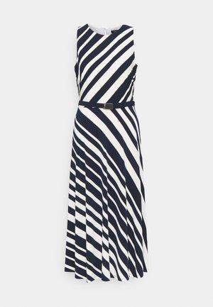 FELIA SLEEVELESS DAY DRESS - Pouzdrové šaty - lighthouse navy