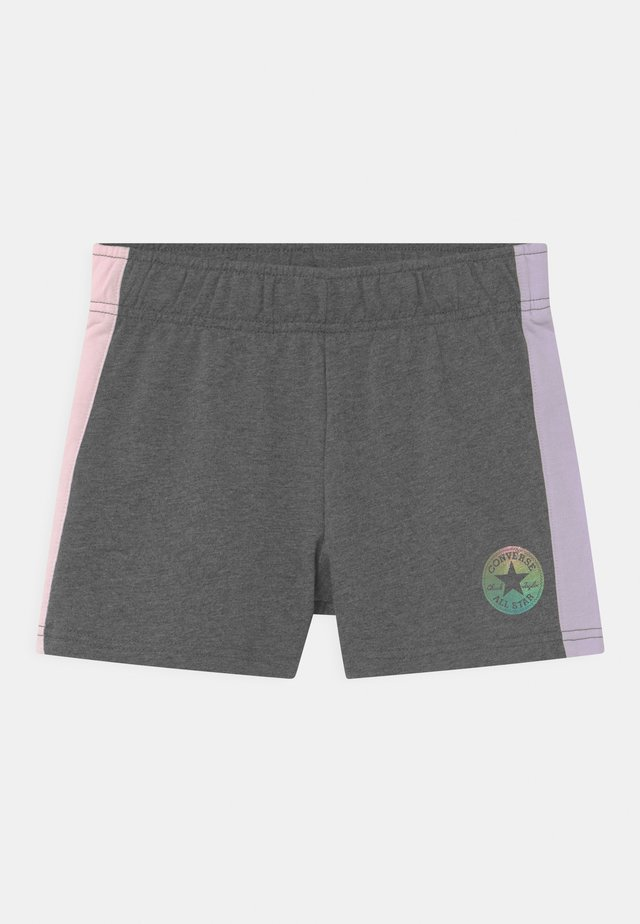 COLORBLOCKED CHUCK PATCH - Shorts - charcoal heather