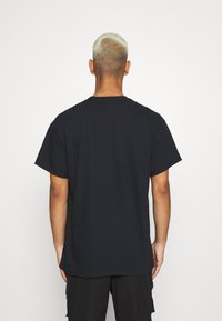 Mennace - A$AP FERG FLAME GLOBE  - T-shirt med print - black - 2