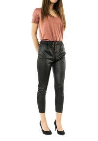 PLEASE - Trousers - noir - 0