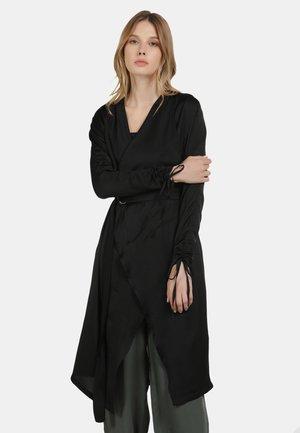 SATINMANTEL - Summer jacket - schwarz