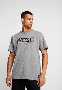 WeSC - Triko spotiskem - grey - 0