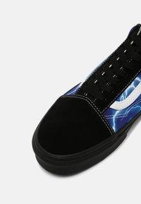 Vans - OLD SKOOL UNISEX - Tenisky - black/blue - 4