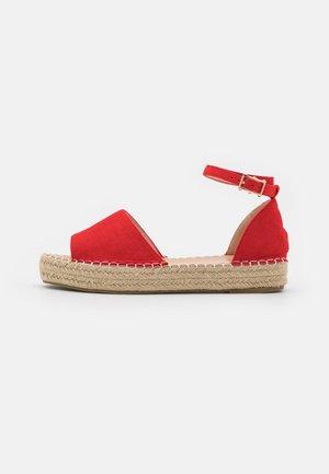 KAIRA - Sandały na platformie - red