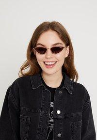 VOGUE Eyewear - GIGI HADID LA FAYETTE - Sluneční brýle - gold-coloured - 1