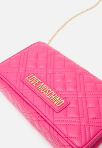 Love Moschino - Across body bag - fuxia - 5
