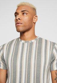 Topman - STRIPE SNIT - T-shirt con stampa - multicolored - 3