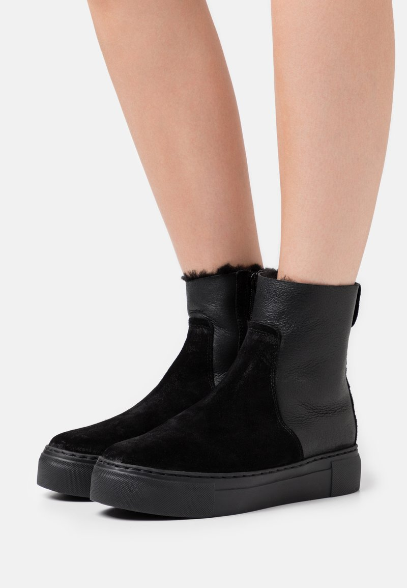 MAHONY - BERN - Platform ankle boots - black
