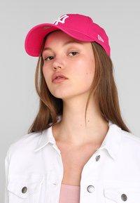 New Era - Czapka z daszkiem - yankees pink/optic white - 1