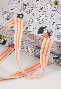Codello - CODELLO X PEANUTS - Shopping Bag - grey - 6