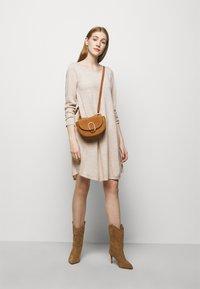 Repeat - Strikket kjole - beige melange - 1