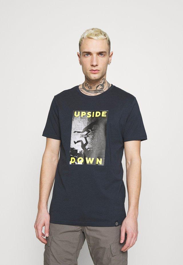 TEE - T-shirts med print - navy