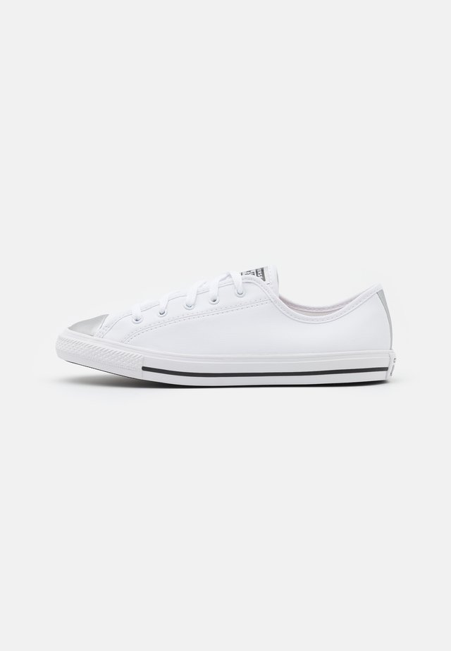CHUCK TAYLOR ALL STAR DAINTY MONO METALLIC - Tenisky - white/pure silver/black