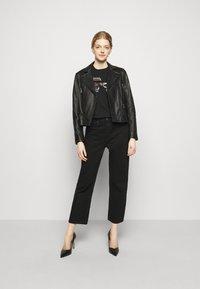 KARL LAGERFELD - IKONIK RHINESTONE  - Print T-shirt - black - 1