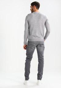 Mavi - JAMES - Slim fit jeans - grey ultra move - 2