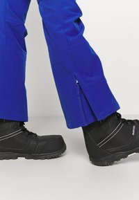 Roxy - RISING HIGH - Snow pants - mazarine blue - 4