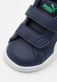 Puma - SMASH UNISEX - Baby shoes - peacoat/white - 5