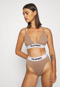 Missguided - PLAYBOY SET - Triangel BH - brown - 3