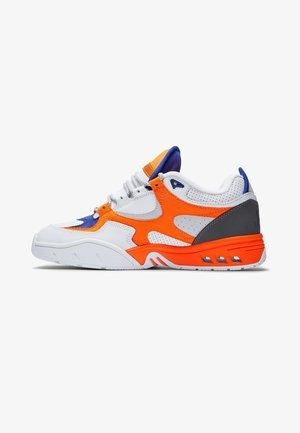 Skate shoes - white/orange