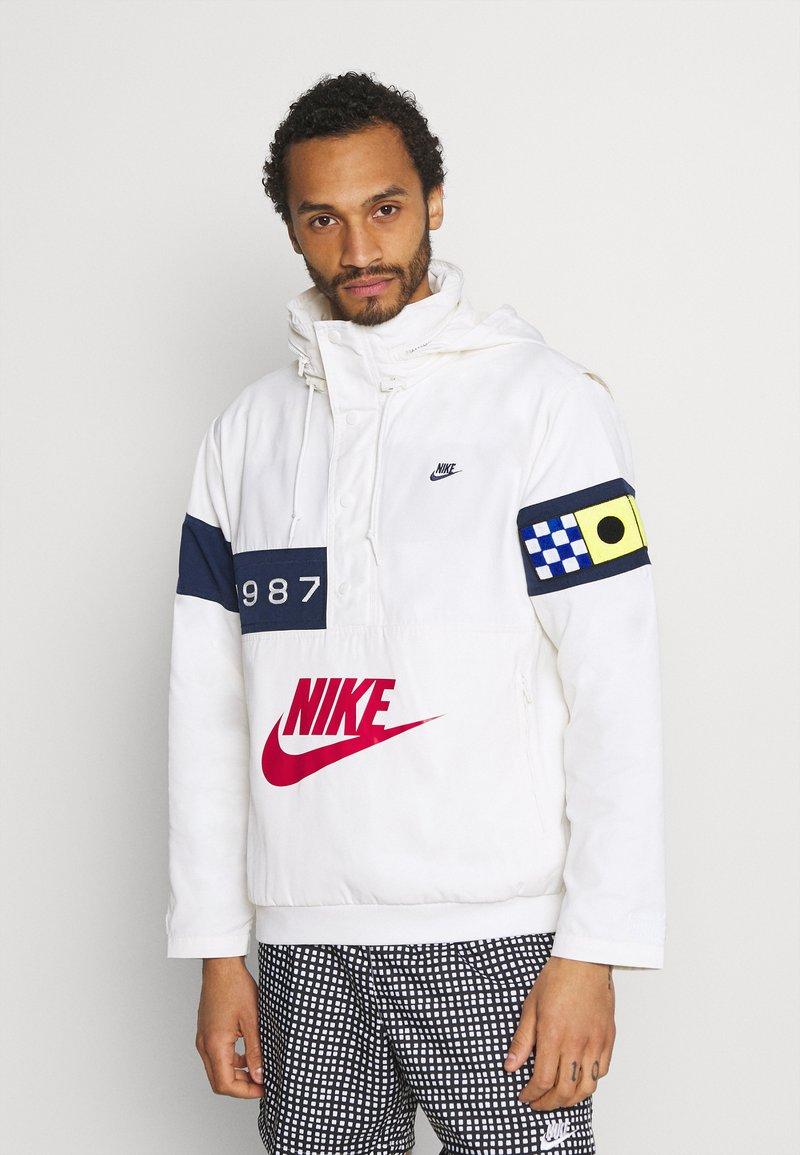 Nike Sportswear - REISSUE WALLIWAW  - Windbreaker - sail/midnight navy/midnight navy
