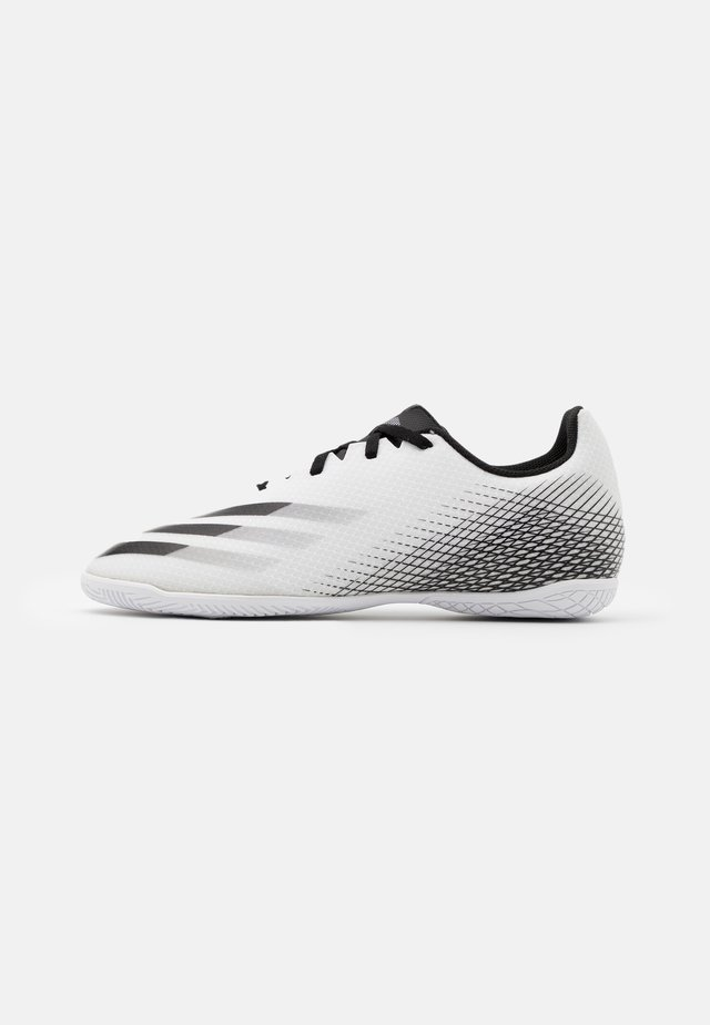 X GHOSTED.4 FOOTBALL SHOES INDOOR - Indoor football boots - footwear white/core black/silver metallic