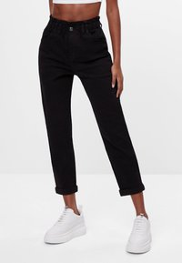 Bershka - MIT ELASTISCHEM BUND  - Straight leg jeans - black - 0