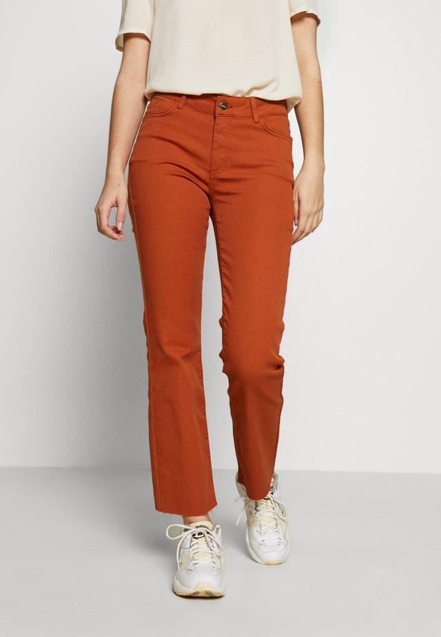 VMSHEILA  KICK - Flared Jeans - autumnal