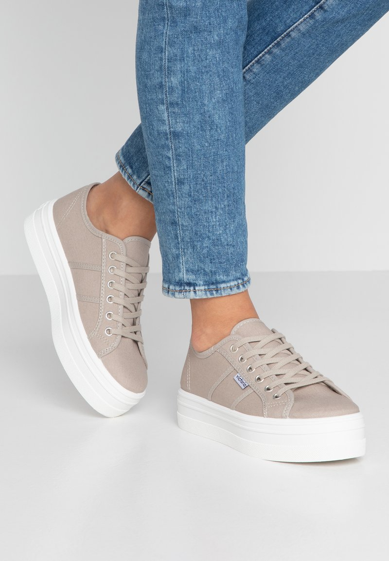 Victoria Shoes - BASKET LONA PLATAFORMA - Trainers - beige