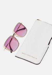 QUAY AUSTRALIA - REAL ONE - Occhiali da sole - gold-coloured/ purple pink - 3